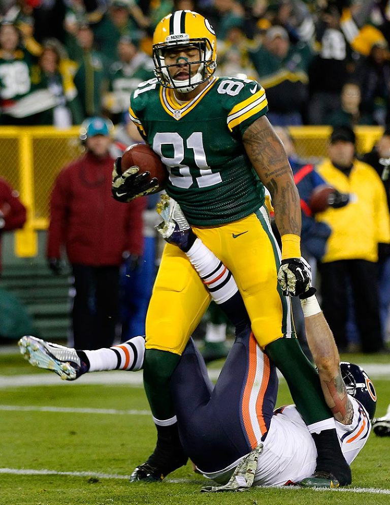 Chicago Bears free safety Chris Conte can't stop Green Bay Packers tight end Andrew Quarless from scoring a touchdown.
