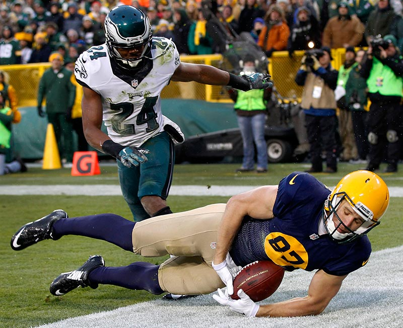 Green Bay Packers wide receiver Jordy Nelson tires to pull in a pass in the end zone as Philadelphia Eagles cornerback Bradley Fletcher defends.