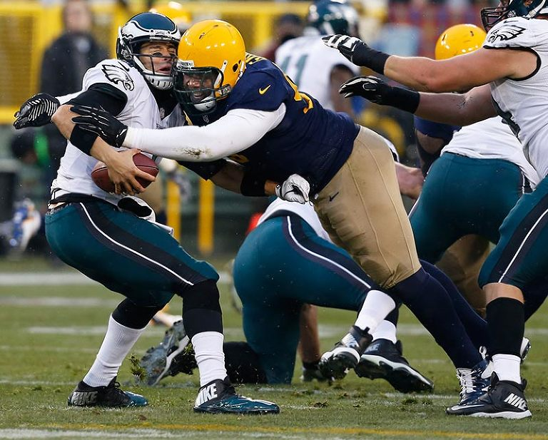 Green Bay Packers nose tackle Letroy Guion sacks Philadelphia Eagles quarterback Mark Sanchez.