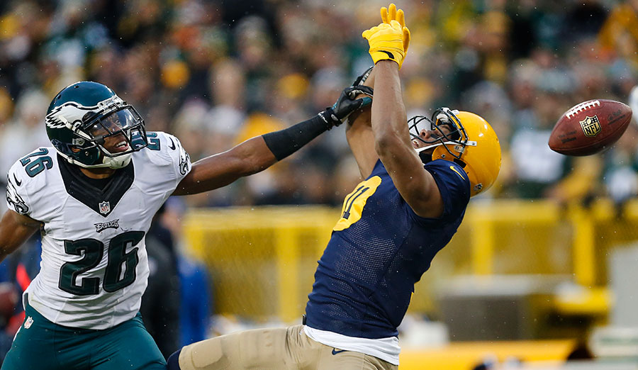 Philadelphia Eagles cornerback Cary Williams breaks up a pass intended for Green Bay Packers wide receiver Jarrett Boykin.