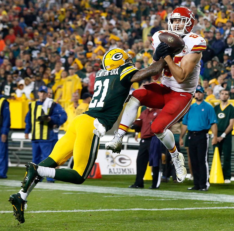 Kansas City Chiefs tight end Travis Kelce scores a touchdown as Green Bay Packers free safety Ha Ha Clinton-Dix defends.