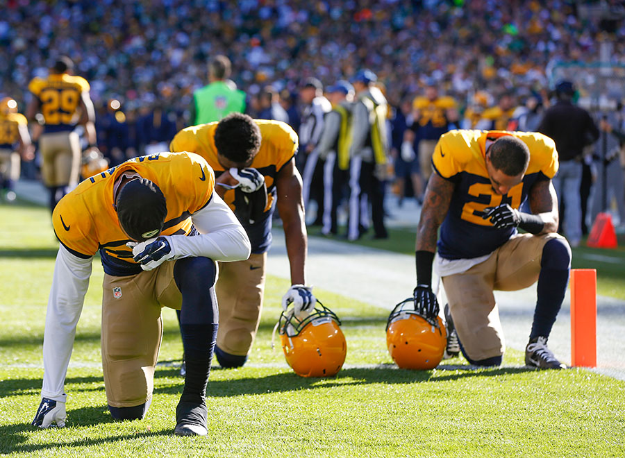 during the first half of an NFL football game Sunday, Oct. 18, 2015, in Green Bay, Wis. (AP Photo/Mike Roemer)