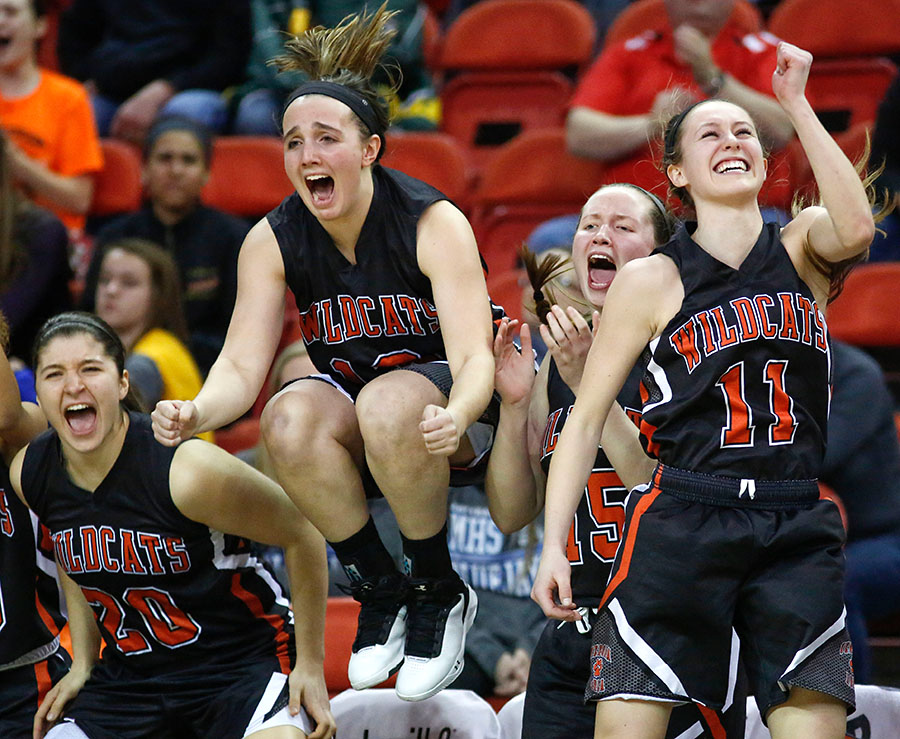 Verona celebrates after defeating Mukwonago 52-46 in the Division 1 finals.